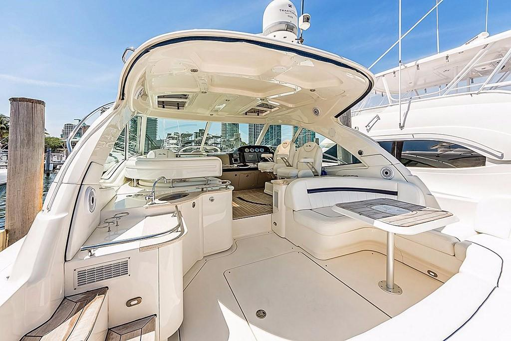 Being one of the world's top boat brands and with countless awards, Sea Ray shows off their style and innovation with this 2008 48 Sundancer.